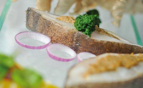 Halibut faszerowany boczniakami w sosie szpinakowym